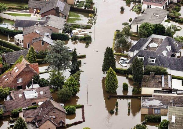 luchtfotos overstromingen limburg